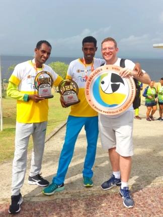 Getu Mideksa, Mesimoy Alem e Ricardo Rozgrin após a 1ª Maratona Internacional de Manaus
